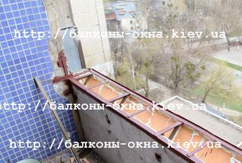 Фотографии работ по демонтажу балконных плит и перегородок.